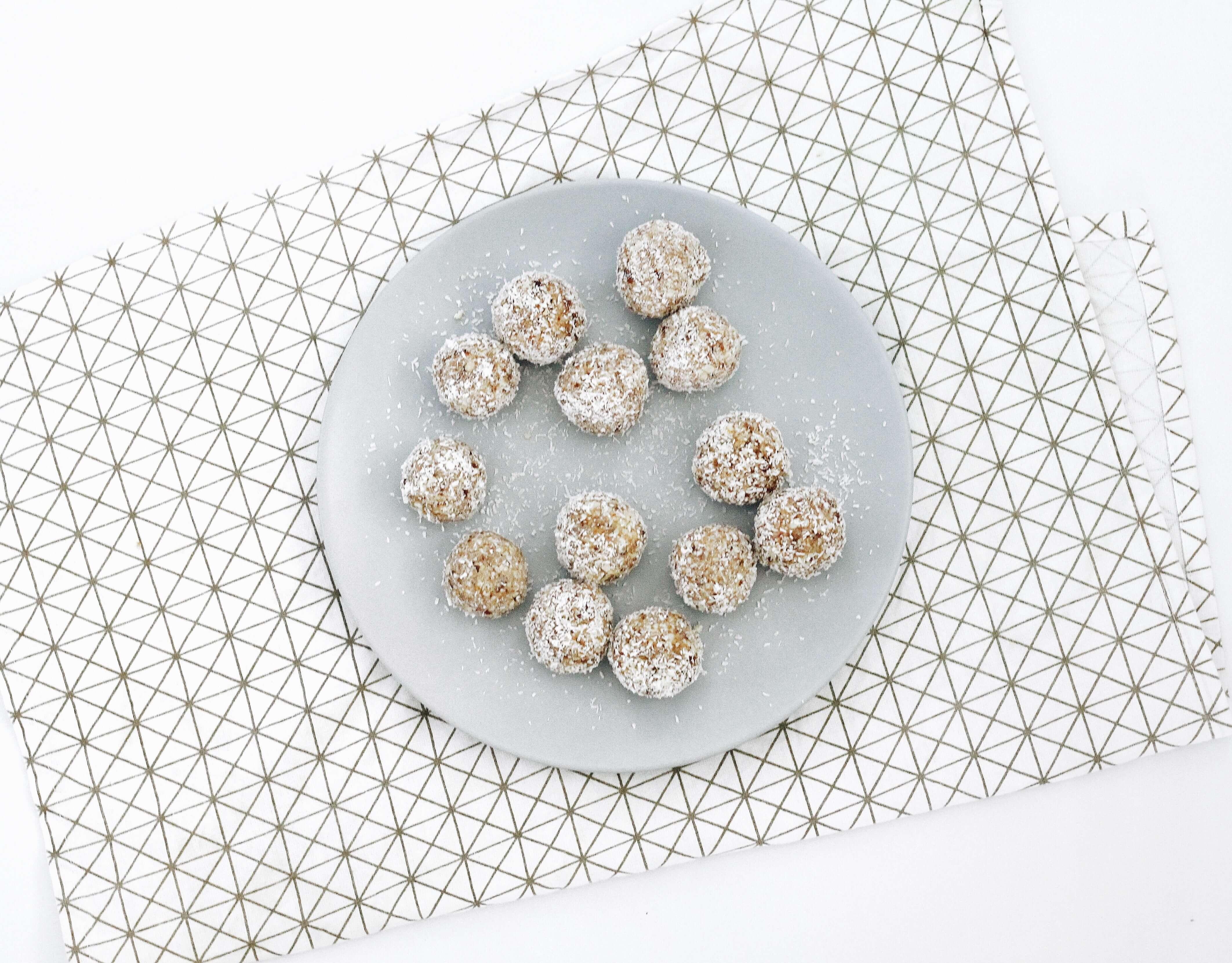 Healthy-Lemon-coconut-balls